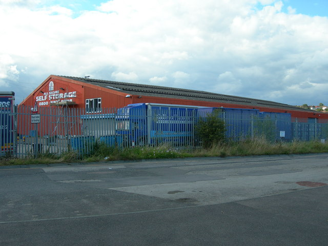 File:Self Storage Warehouse near Strood Station - geograph.org.uk - 880948.jpg