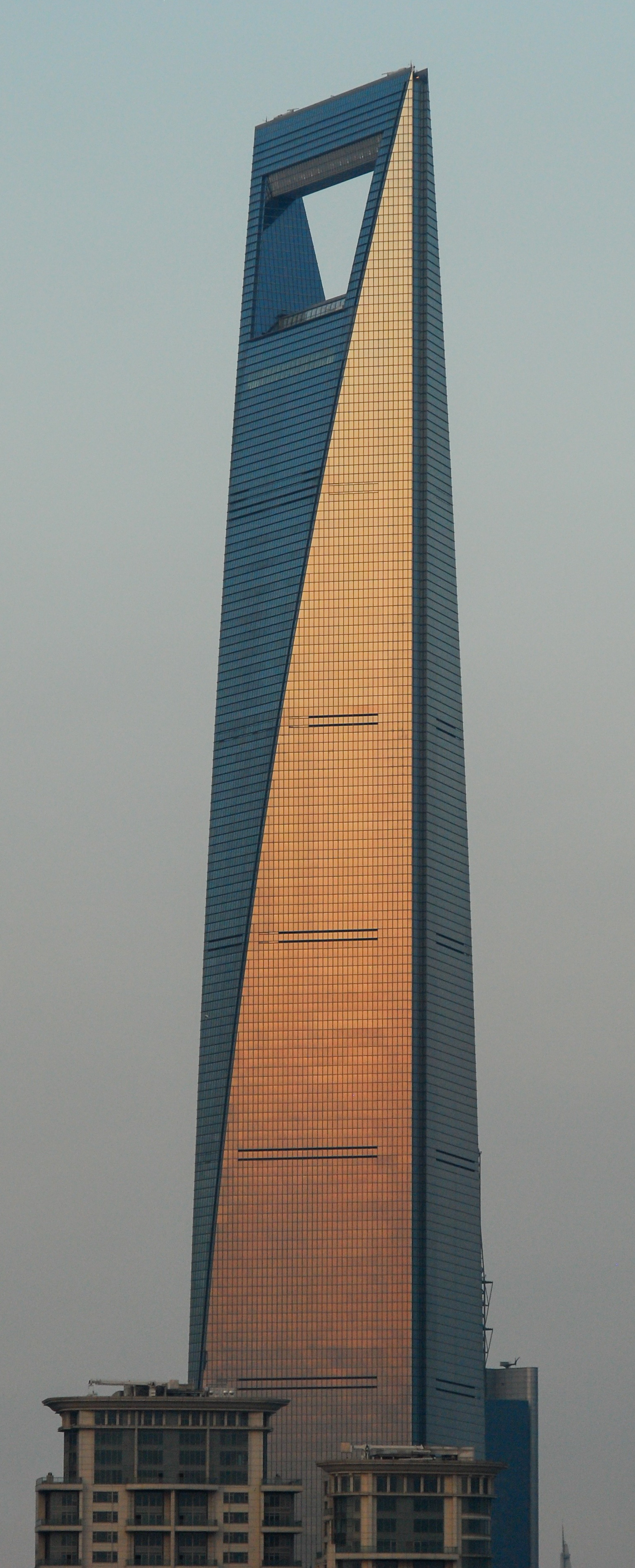 Shanghai_World_Financial_Center_in_evening_light%2C_Southwest_view_20090906_1