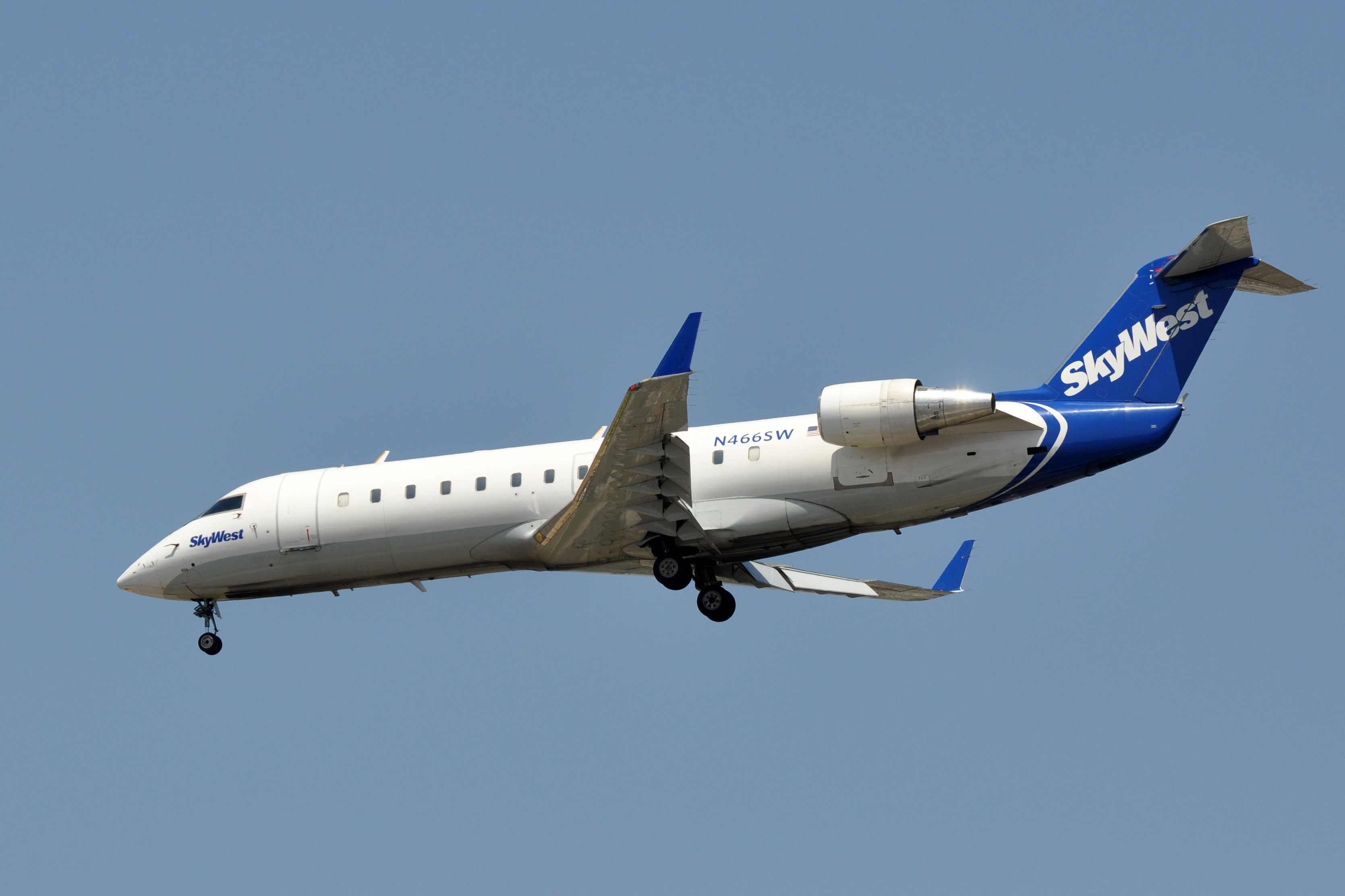 fileskywest airlines canadair cl6002b19 regional jet