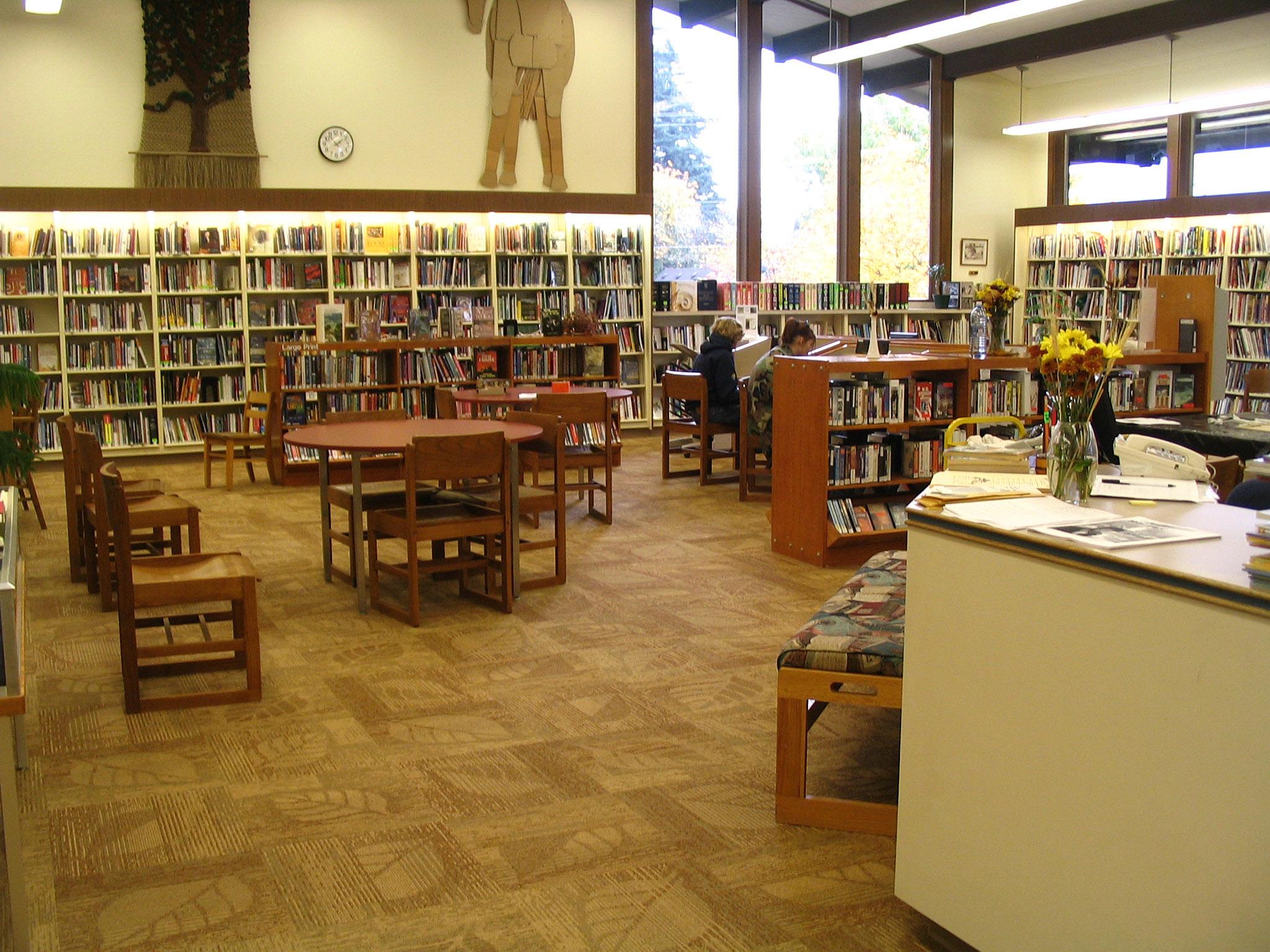 Description Stevenson Washington public library interior.jpg