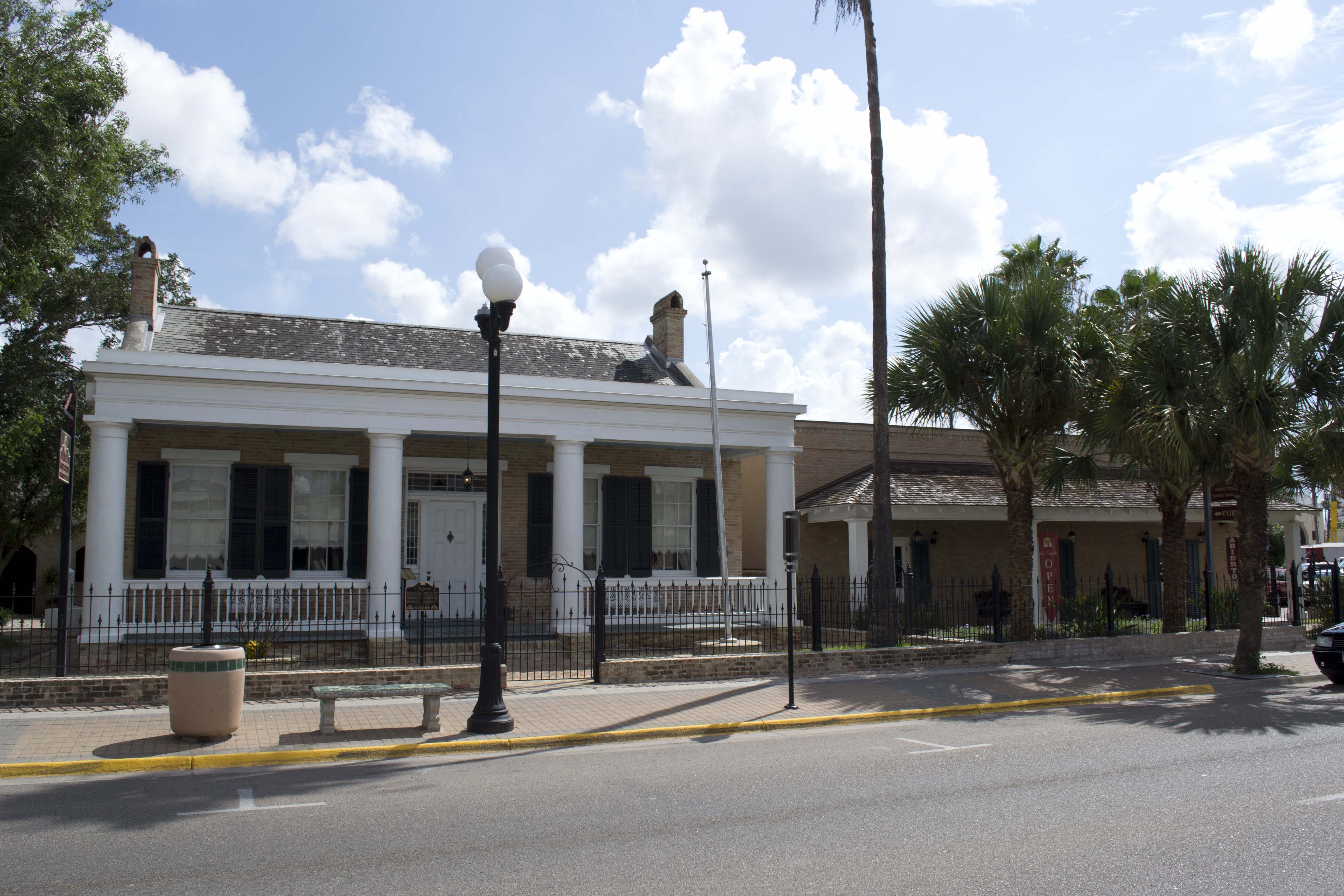 The Brownsville House Bed And Breakfast
