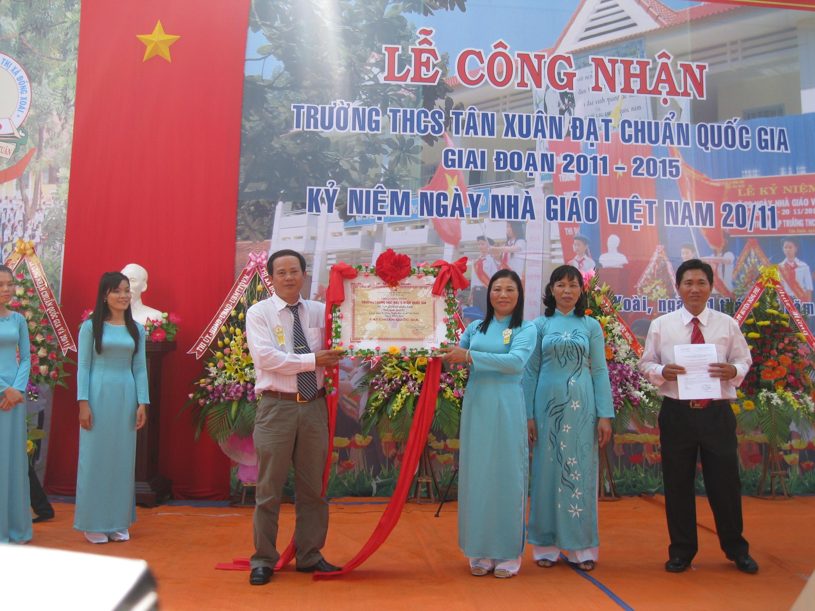 Tập tin:THCS Tân Xuân đạt chuẩn quốc gia.jpg