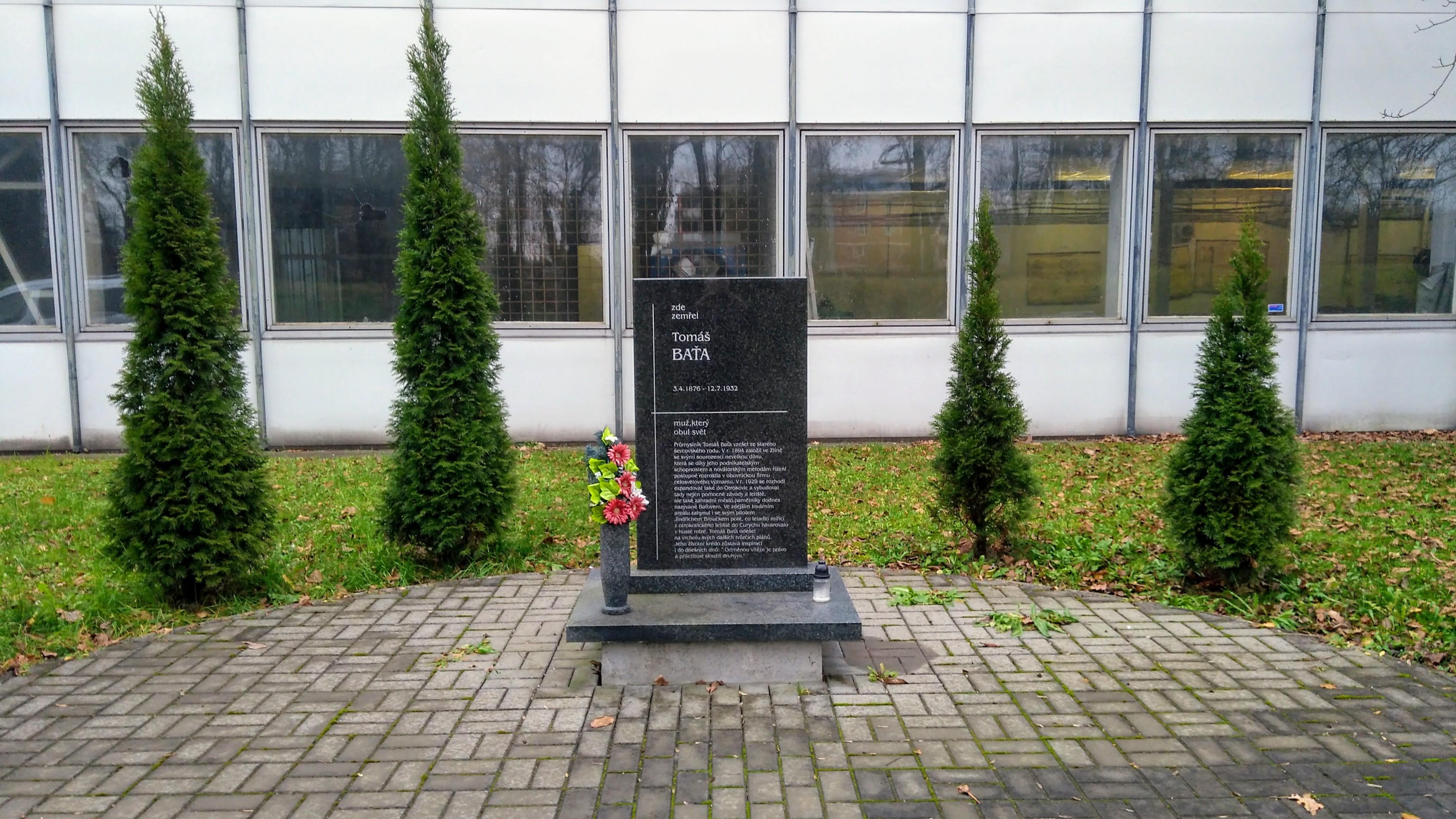 Pomník v místě havárie