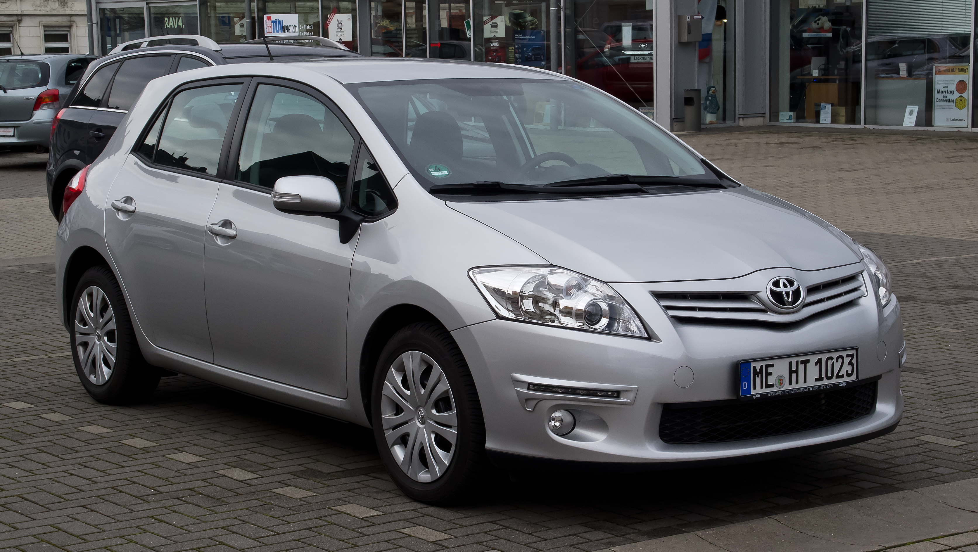 File Toyota Auris Life Facelift Frontansicht 18 M 228 Rz