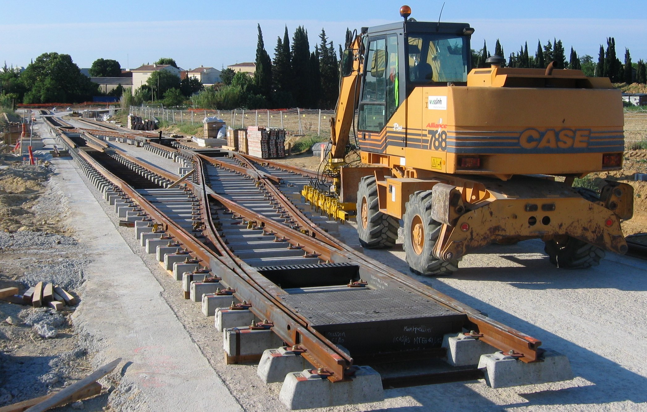File travaux tramway wikimedia commons for Construction piscine montpellier