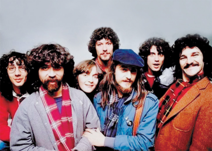 La carrera de Fito (1ro desde la izquierda) comenzó formando parte de la trova rosarina de inicios de los años '80.