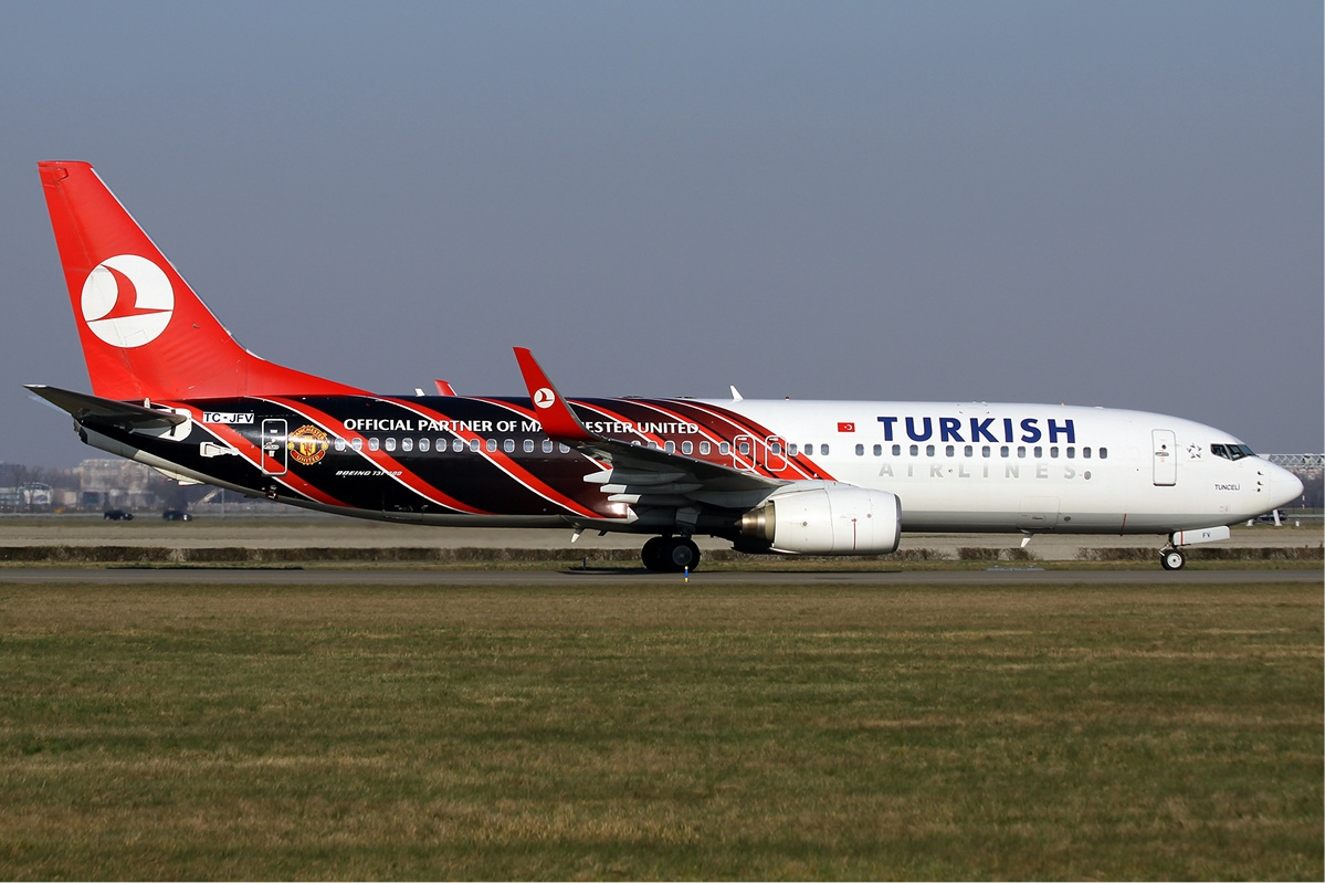 Turkish Airlines Turkish_Airlines_ManU_Boeing_737-800_Wadman