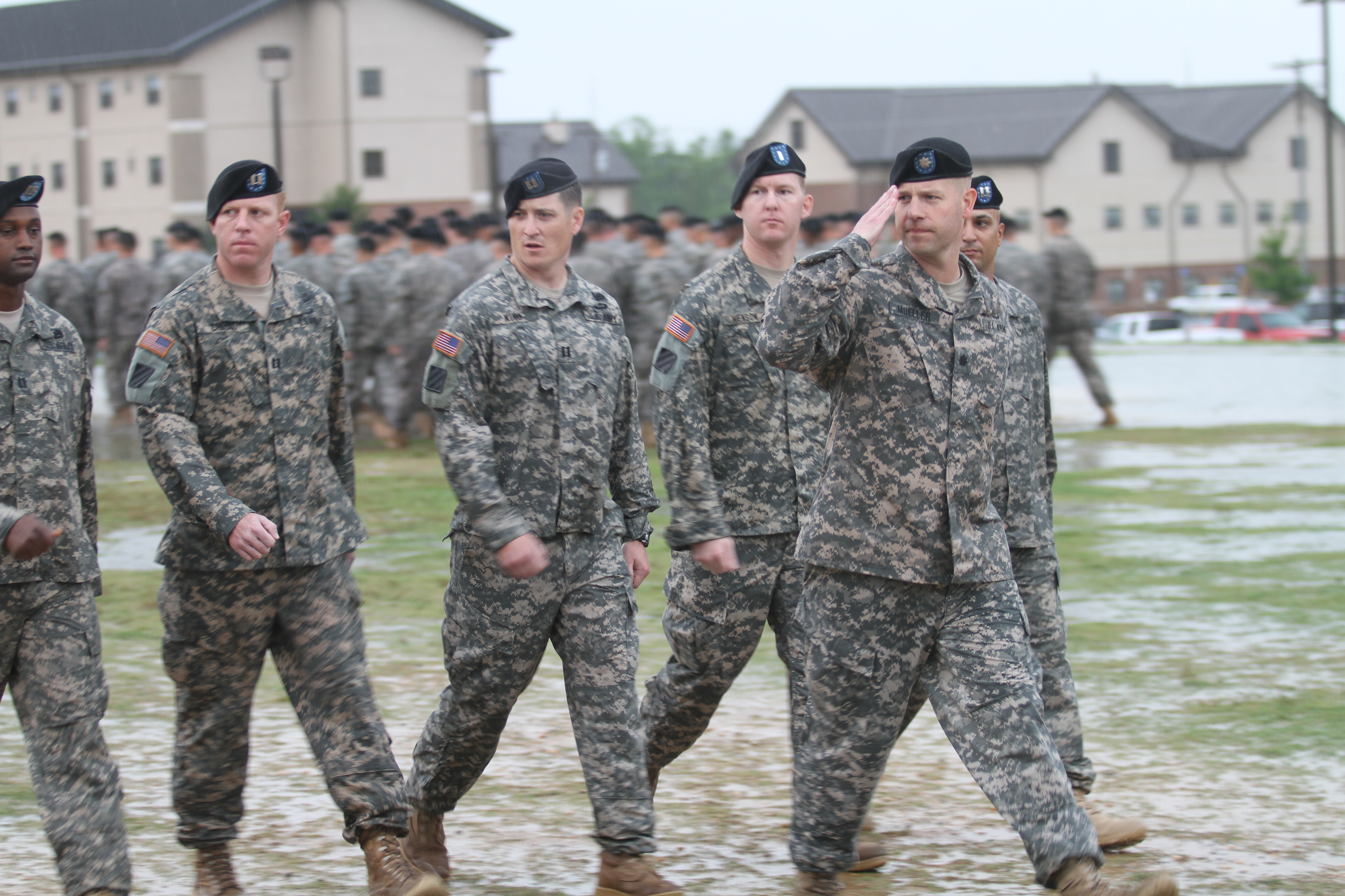 File:U.S. Army Lt. Col. Scott Mueller leads Soldiers with ...