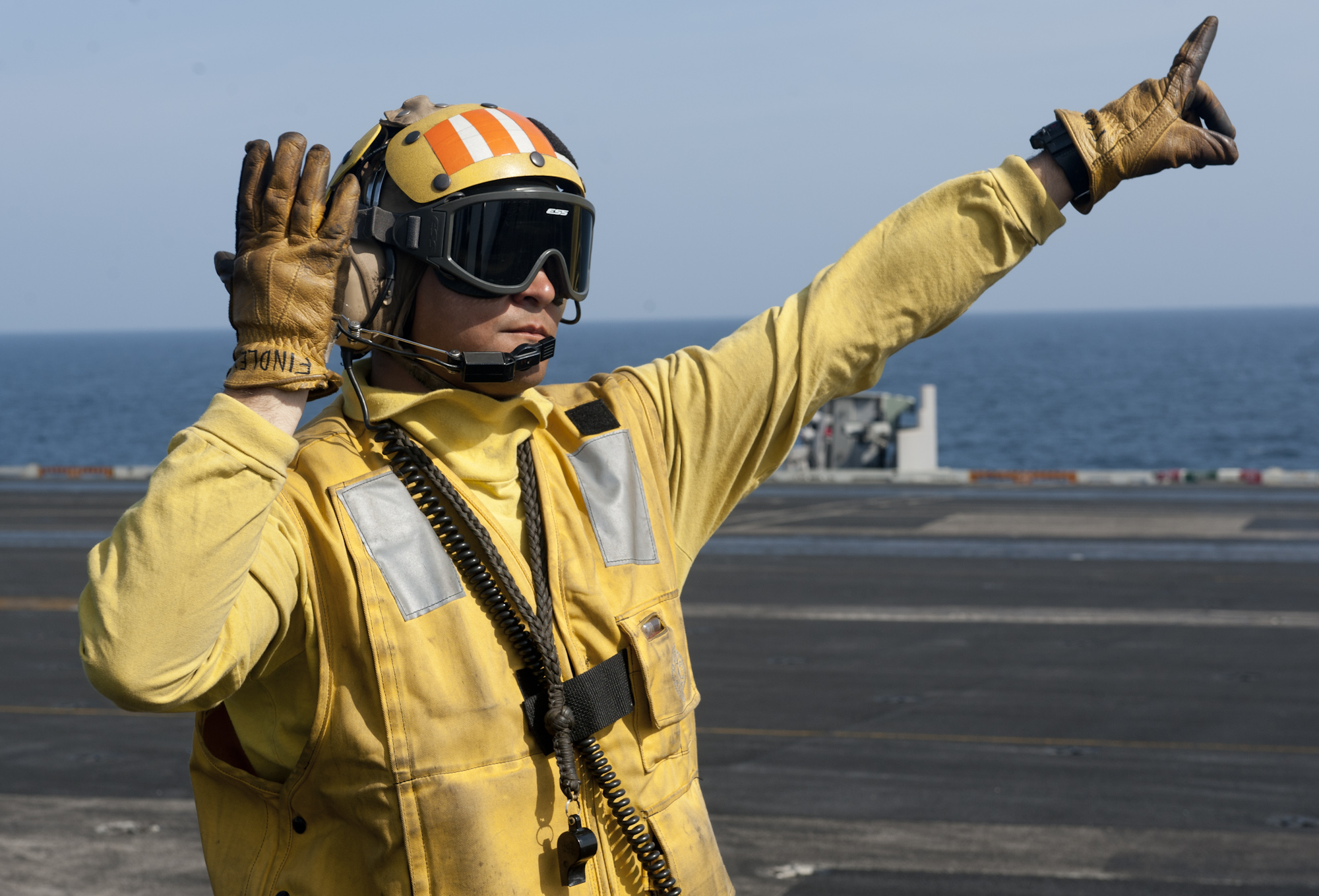 File:US Navy 120105-N-OY799-521 Aviation Boatswain's Mate ...