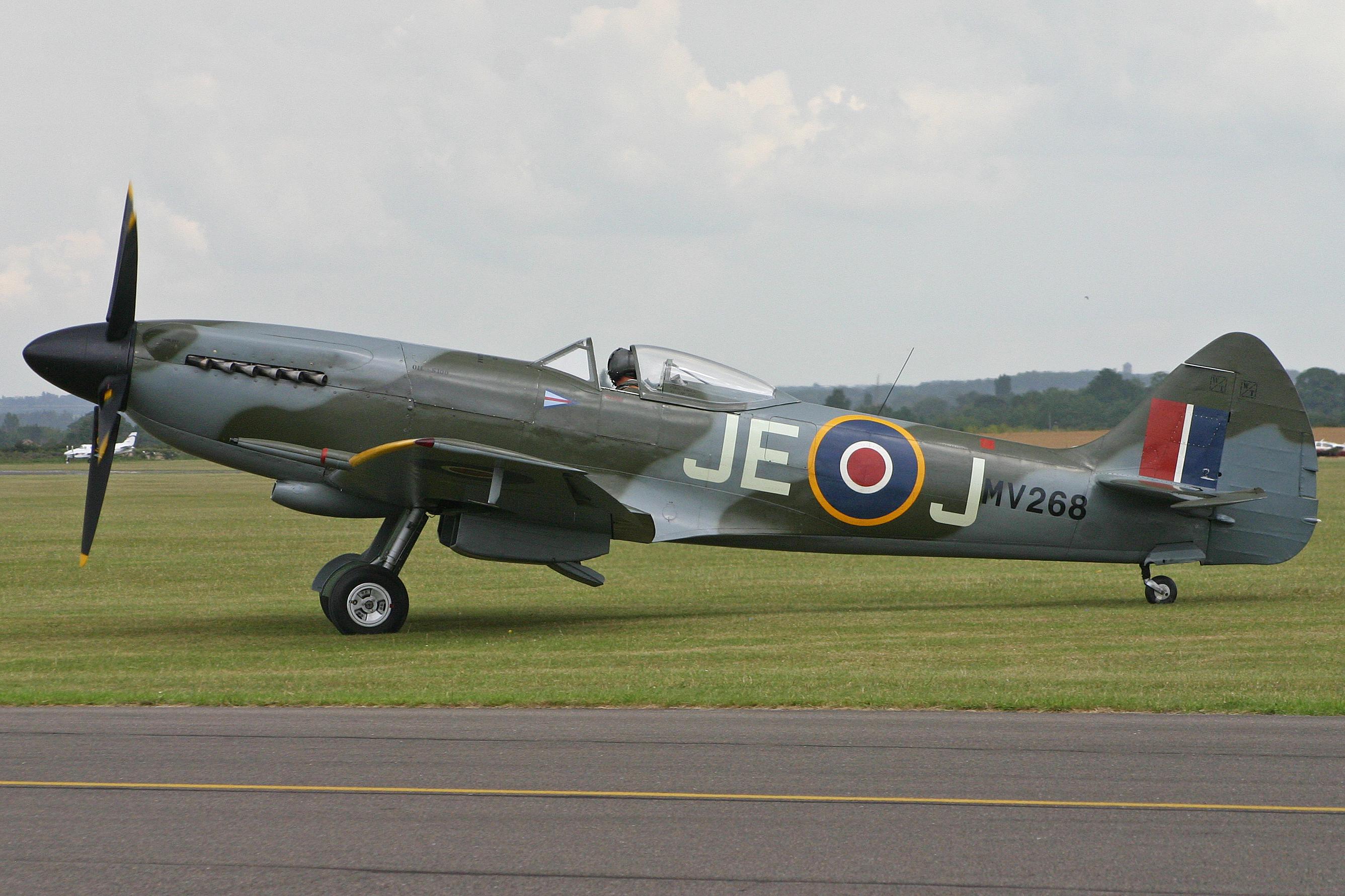 VS_Spitfire_FR.XIV_MV268_JE-J_(G-SPIT)_(