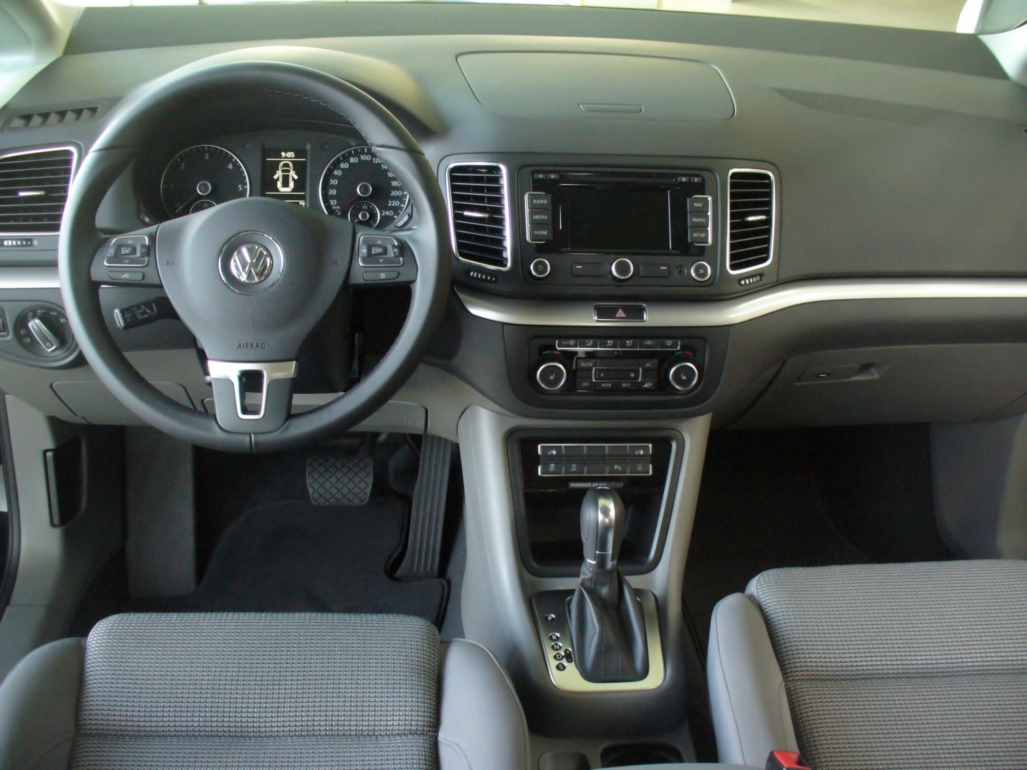 filevw sharan ii 20 tdi comfortline interieurjpg