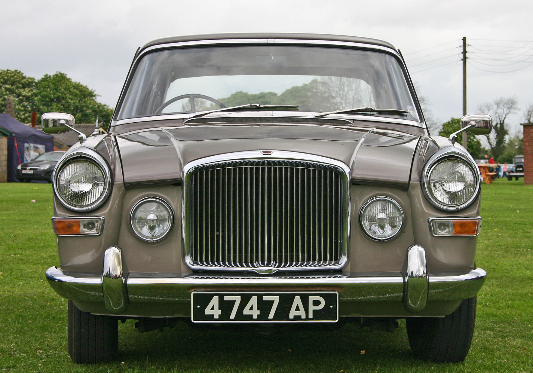 File:Vanden-Plas Princess 4-litre R head.jpg - Wikipedia, the free ...