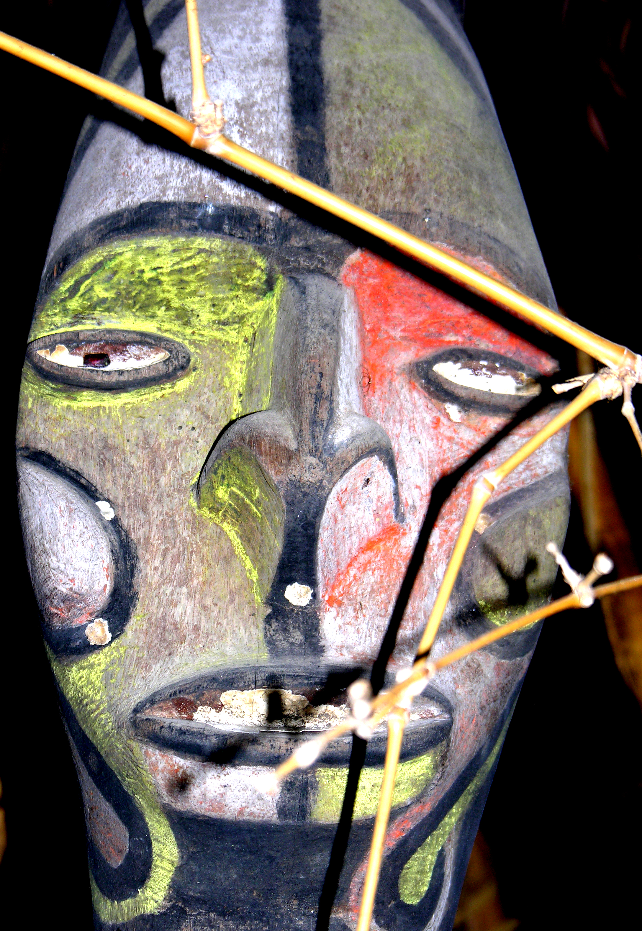 http://upload.wikimedia.org/wikipedia/commons/9/93/Vanuatu_Mask_2.jpg