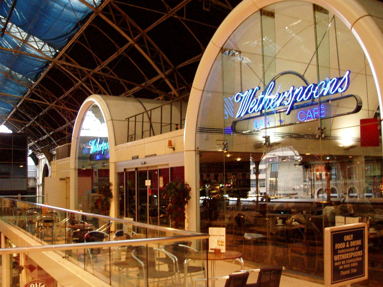 File Wetherspoons Victoria Station Sw1 Jpg Wikimedia