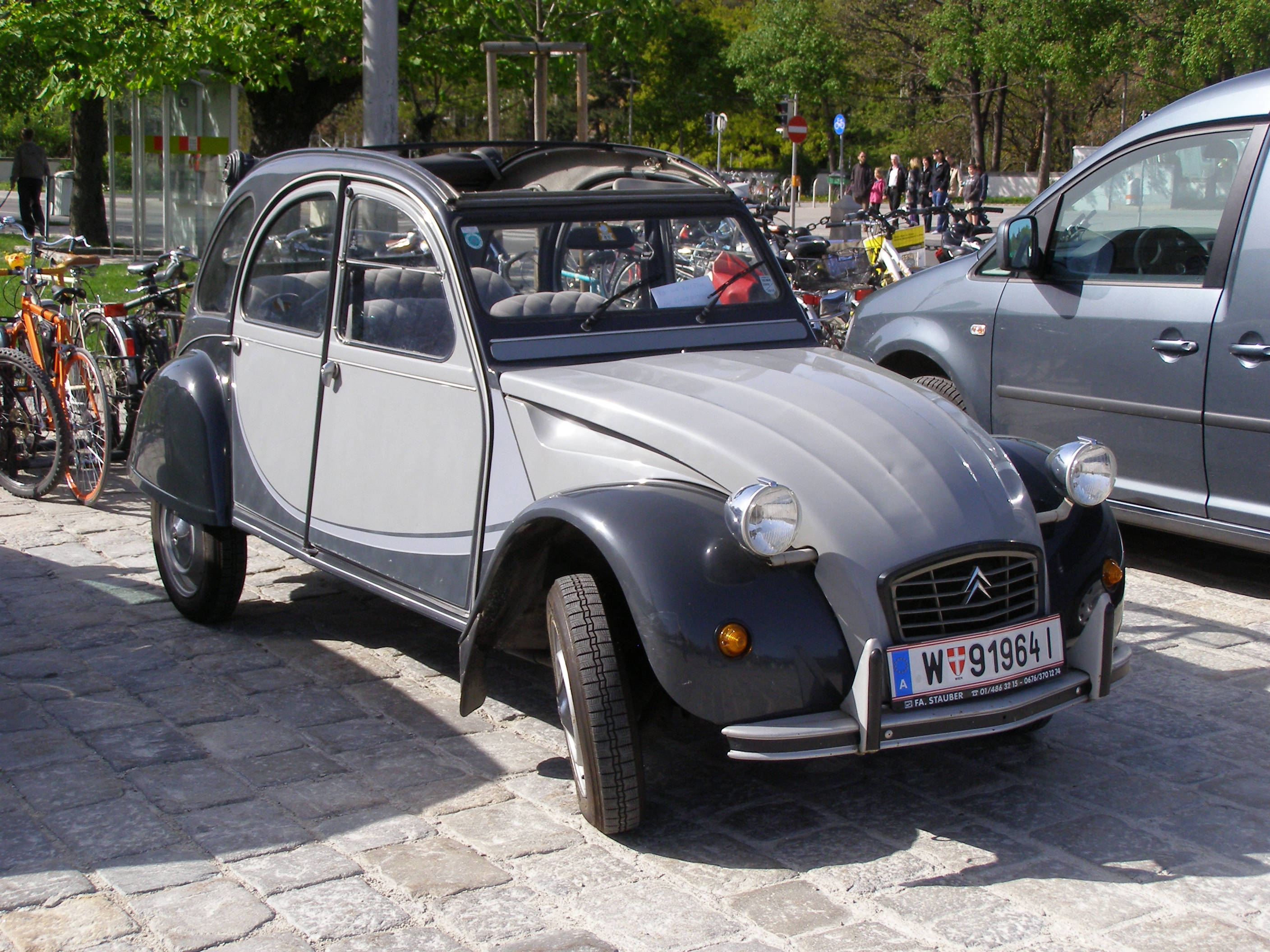 file wien citroen 2cv wikimedia commons. Black Bedroom Furniture Sets. Home Design Ideas