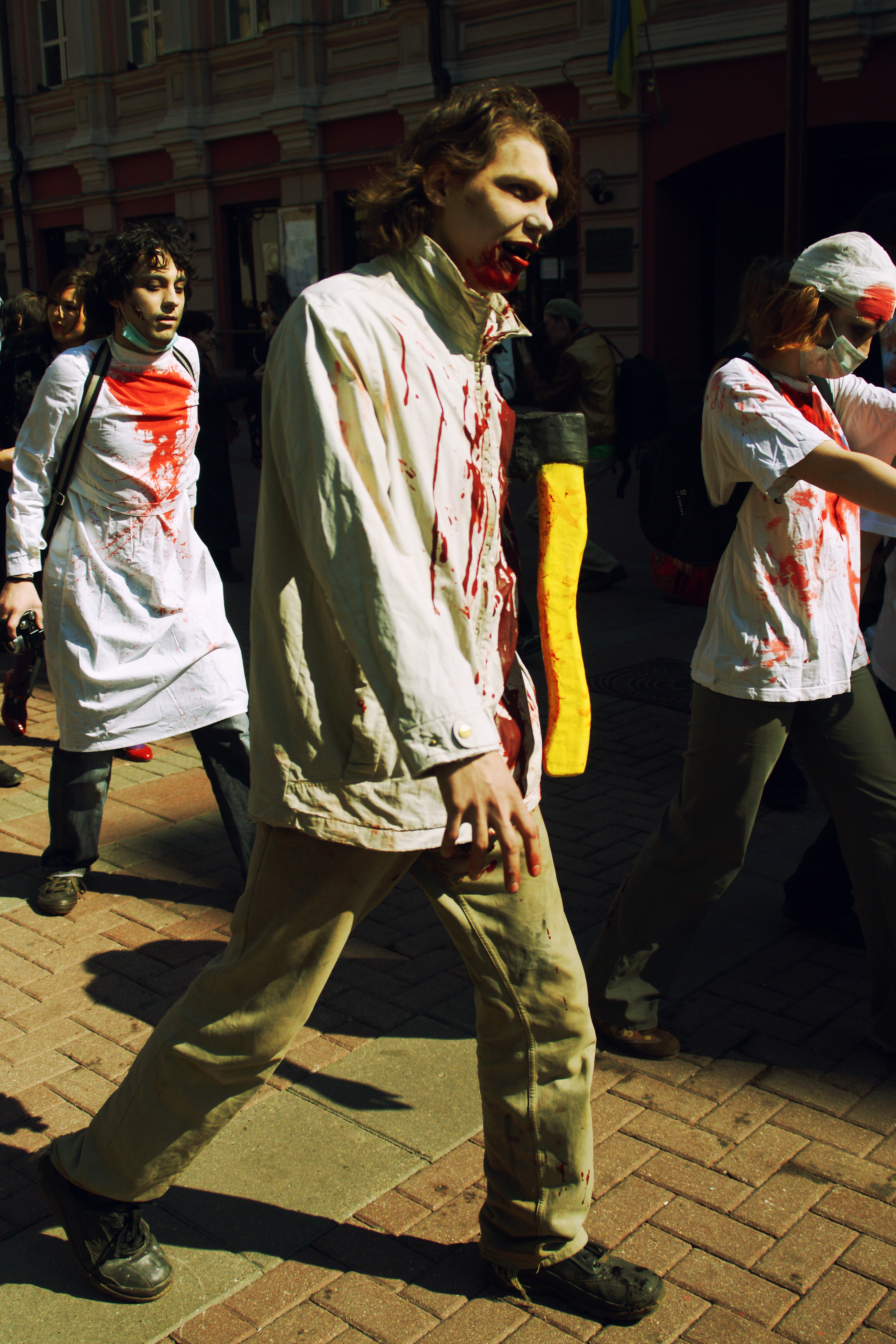 http://upload.wikimedia.org/wikipedia/commons/9/93/Zombies_in_Moscow.jpg