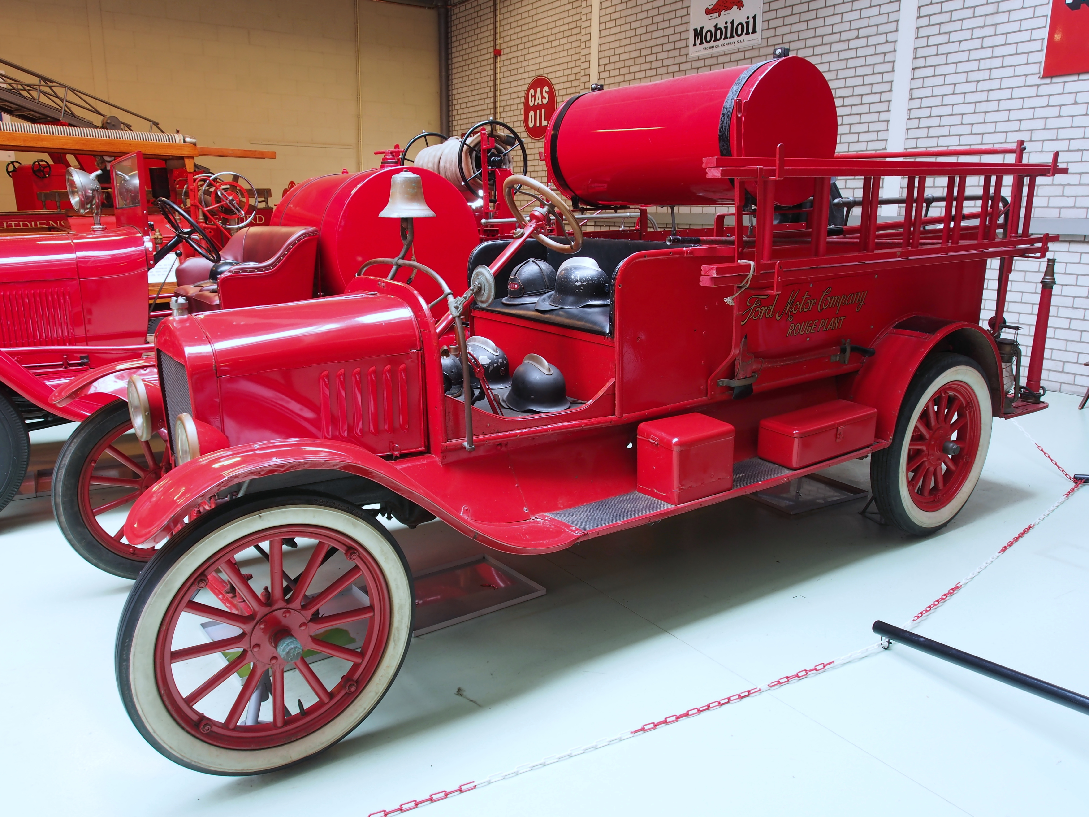 File 1920 Ford Model T Fire Truck Picb Jpg Wikimedia Commons