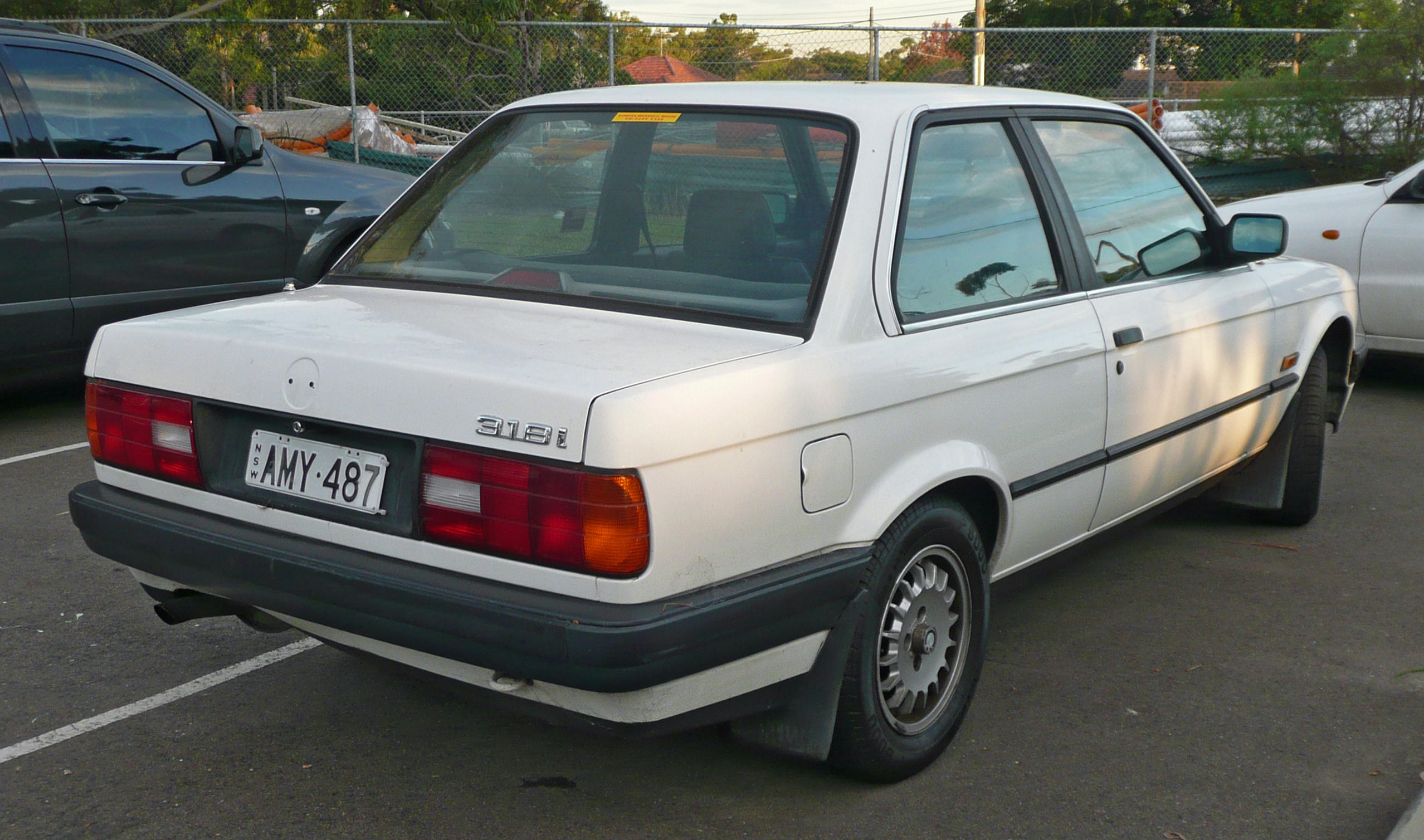 File1988-1991 BMW 318i (E30) 2-door sedan 02. & File:1988-1991 BMW 318i (E30) 2-door sedan 02.jpg - Wikimedia Commons pezcame.com