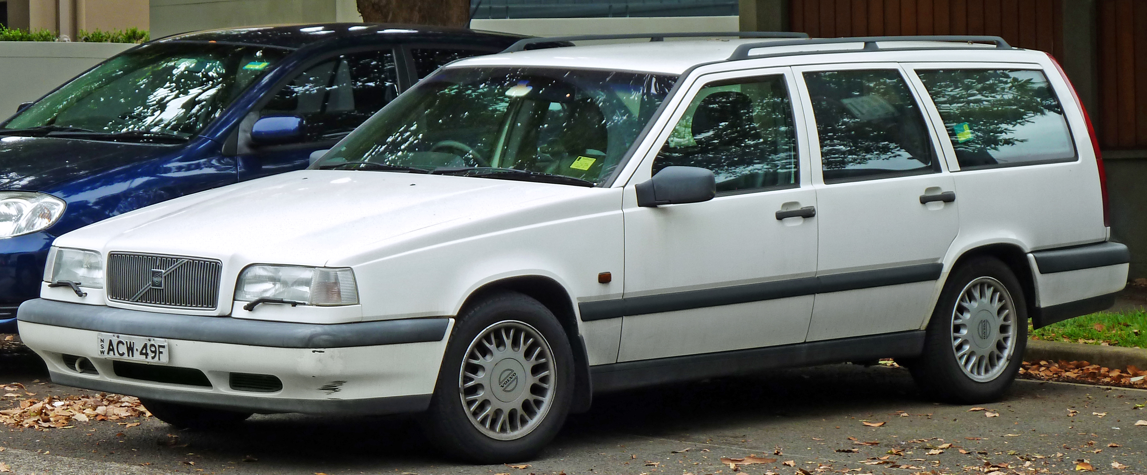 File:1994-1997 Volvo 850 SE 2.5 station wagon (2011-01-13).jpg - Wikimedia Commons