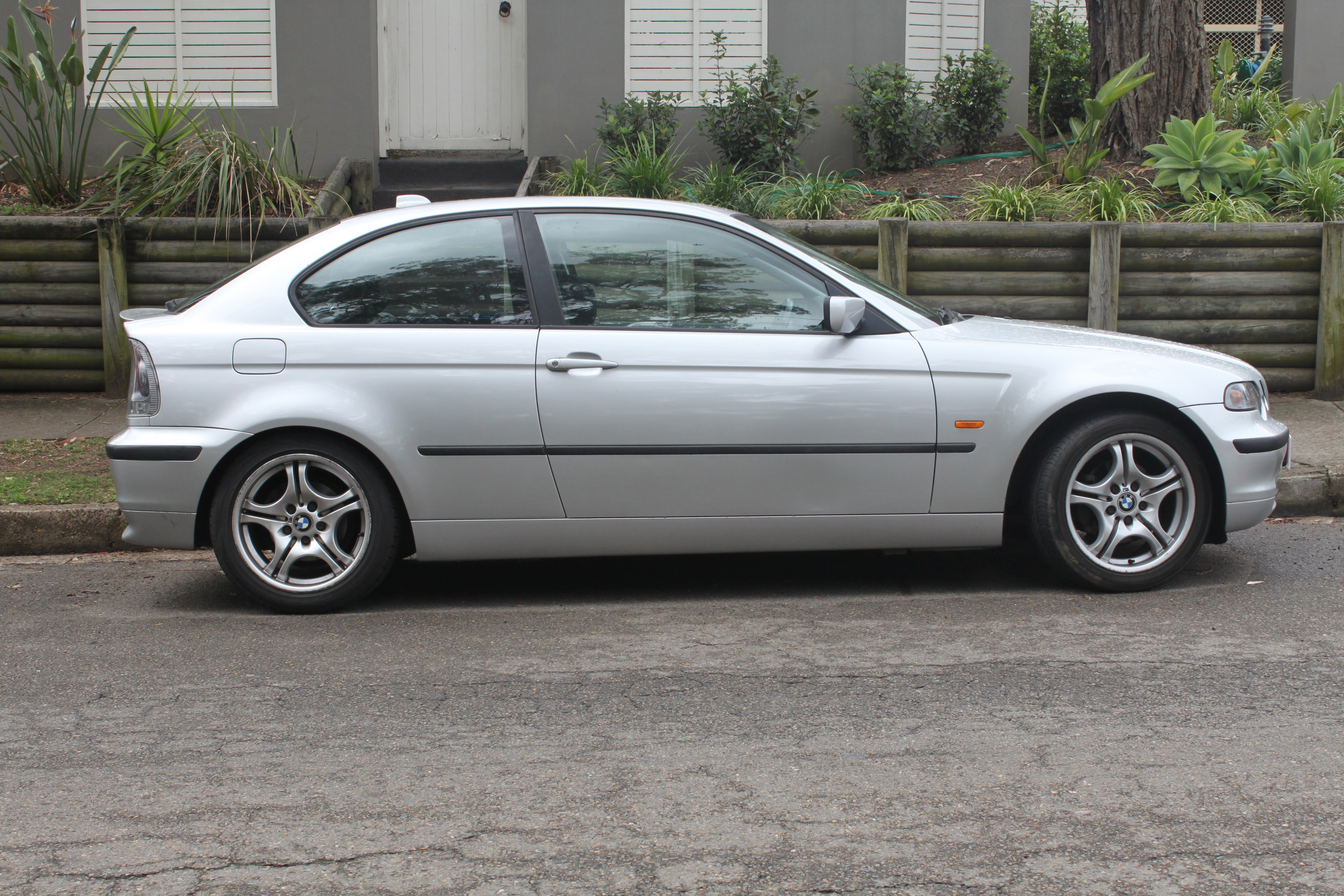 File BMW Ti E Hatchback Jpg Wikimedia - 318ti bmw