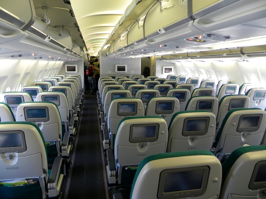 File aer lingus a330 200 economy cabin ei for Interieur airbus a340 600