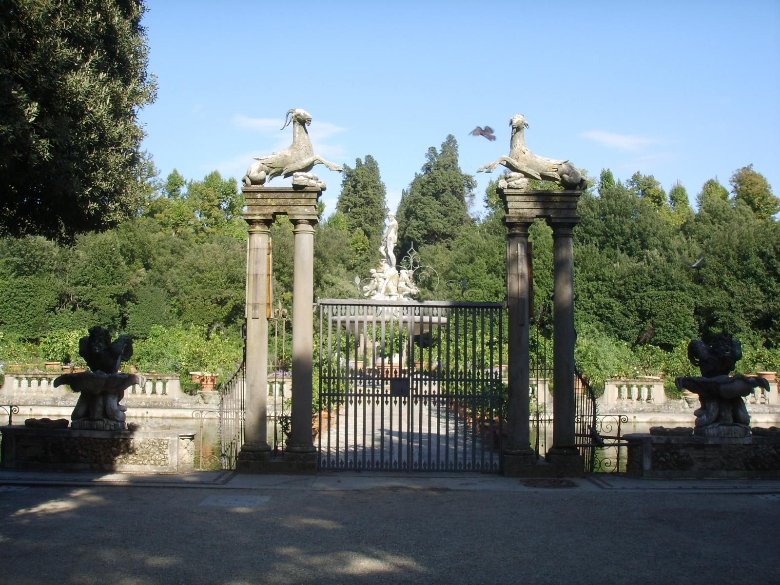 Giardino di Boboli Firenze il cancello della Fontana dell