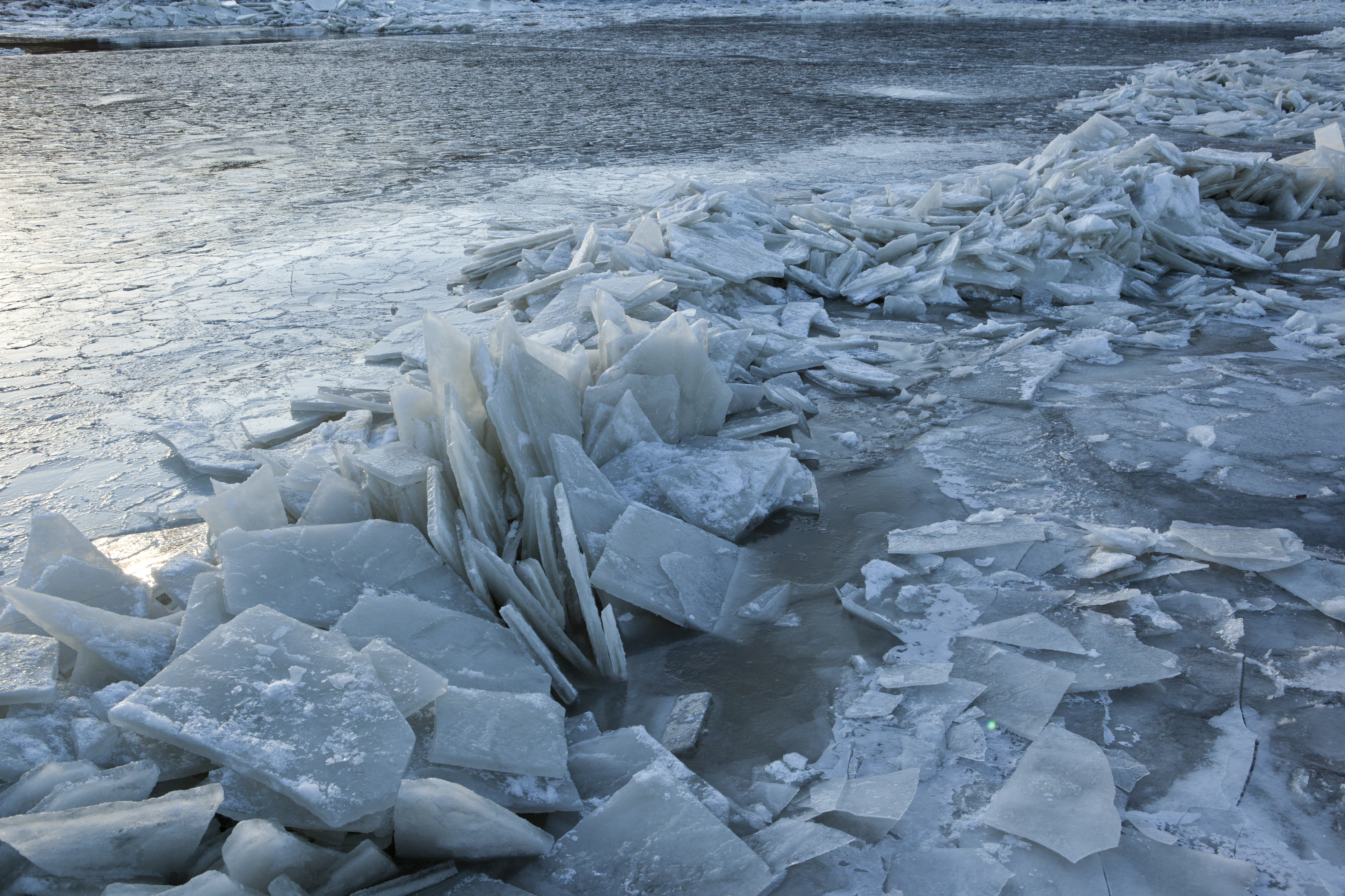 File:Breaking The Ice On The Hudson River With United States Coast ...