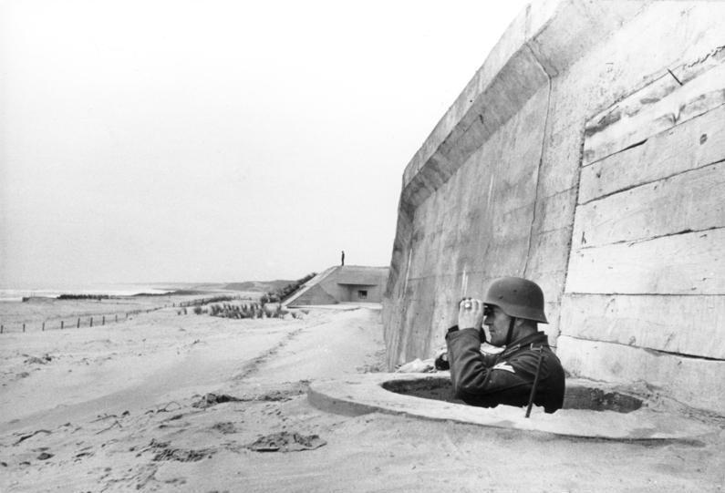Fichier:Bundesarchiv Bild 101I-263-1580-13, Frankreich, Atlantikwall, Soldat.jpg