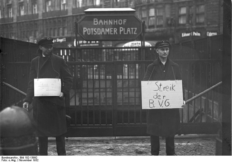 Bundesarchiv Bild 102-13992, Berlin, BVG-Streik, Streikposten