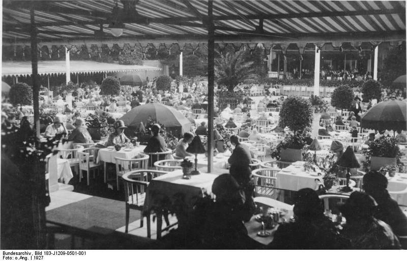 Krolloper, Bundesarchiv, Bild 183-J1209-0501-001 / CC-BY-SA 3.0 [CC BY-SA 3.0 de (https://creativecommons.org/licenses/by-sa/3.0/de/deed.en)], via Wikimedia Commons