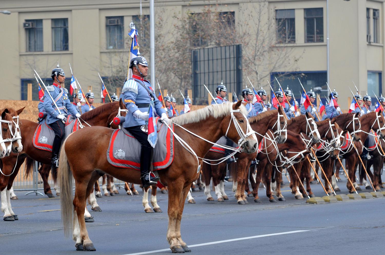Caballeria del Ejército en Izamiento gran Bandera Nacional.jpg