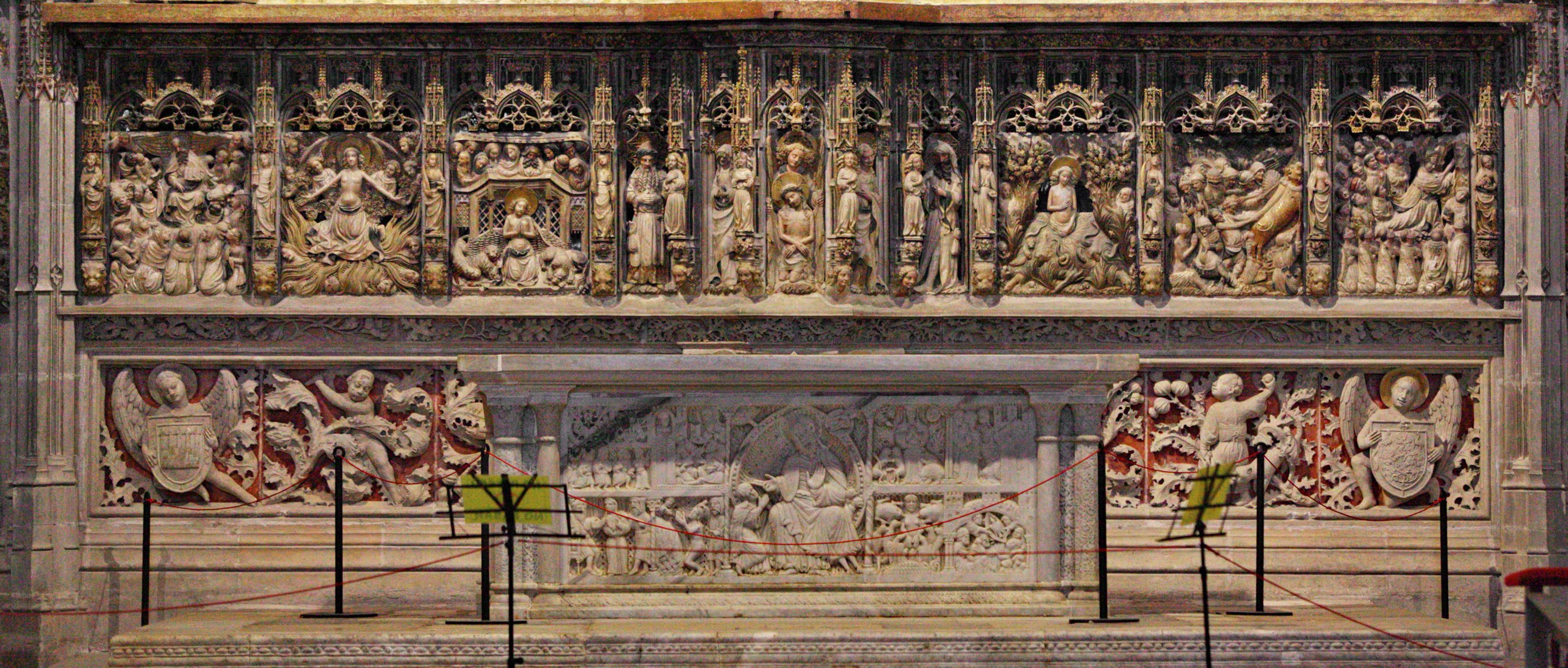 https://upload.wikimedia.org/wikipedia/commons/9/94/Catedral_Tarragona_AltarMajor_Pere_Joan_0029.jpg