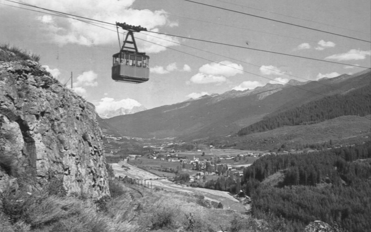 File:Cermis Cable Car Before Disaster.jpg