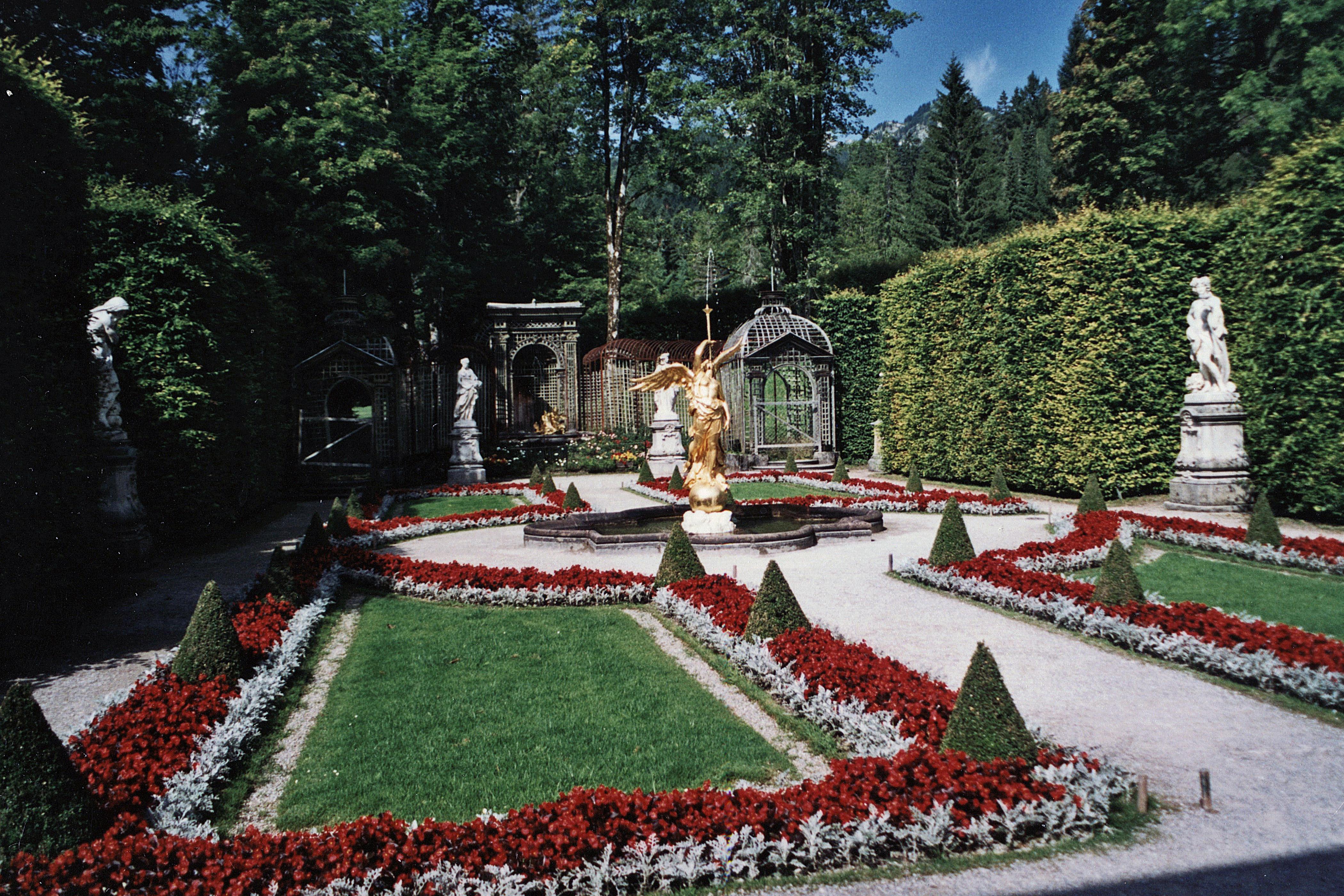 File Ch¢teau de Linderhof Jardins de la terrasse Ouest