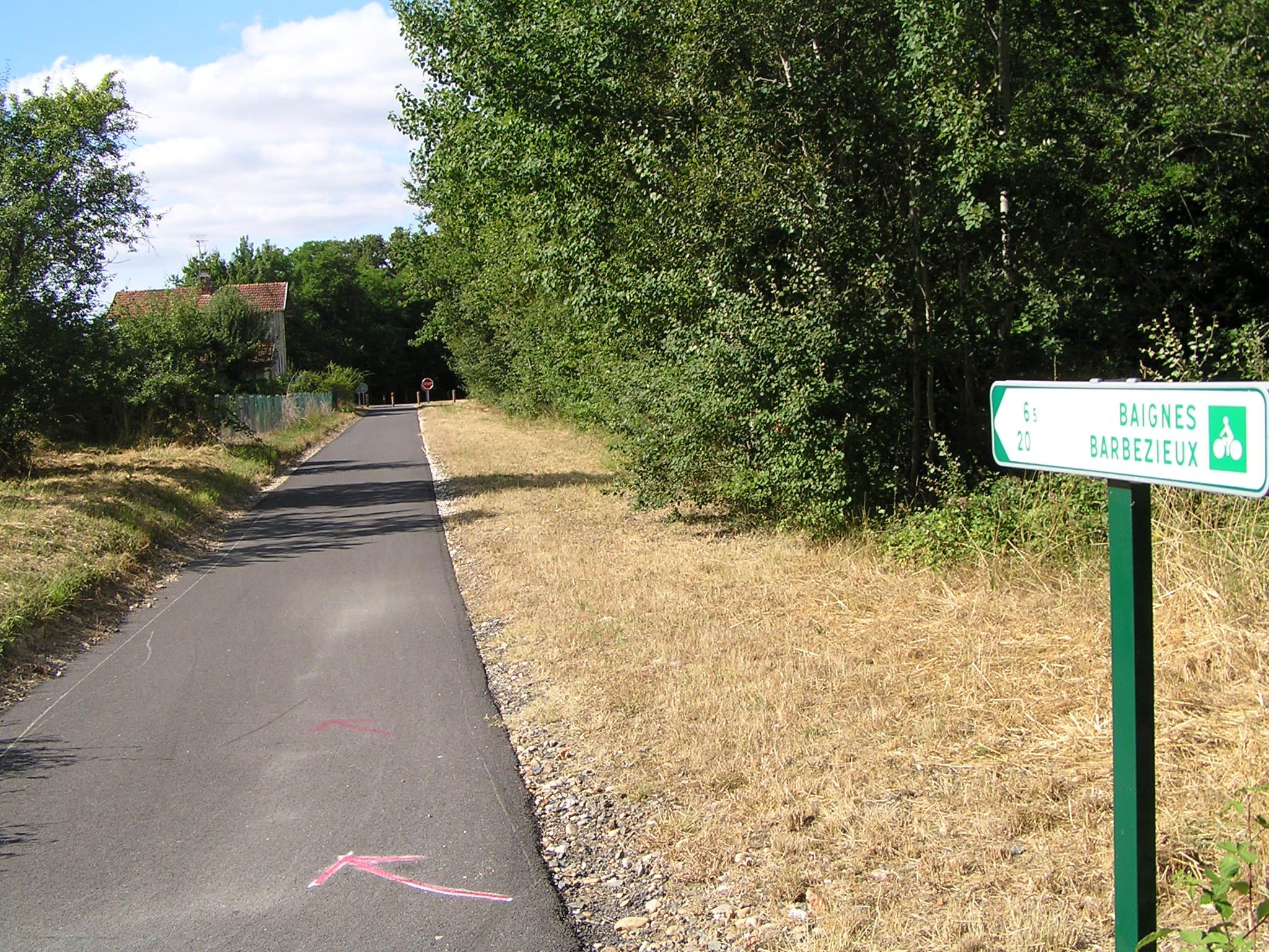 Exemple de voie verte réservée aux « modes actifs » : piétons, vélos, rollers, personnes en fauteuil roulant…. Ici :