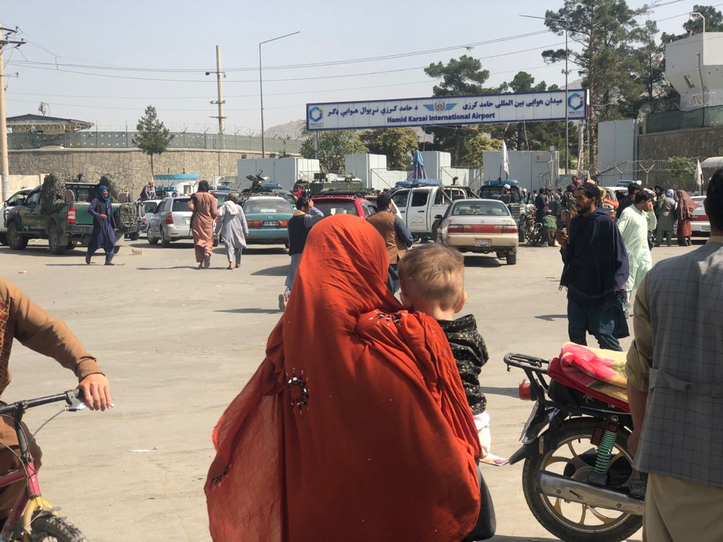 Crowds in front of Kabul International Airport.jpg
