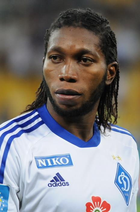 The 32-year old son of father (?) and mother(?) Dieumerci Mbokani in 2018 photo. Dieumerci Mbokani earned a 3 million dollar salary - leaving the net worth at 9.7 million in 2018