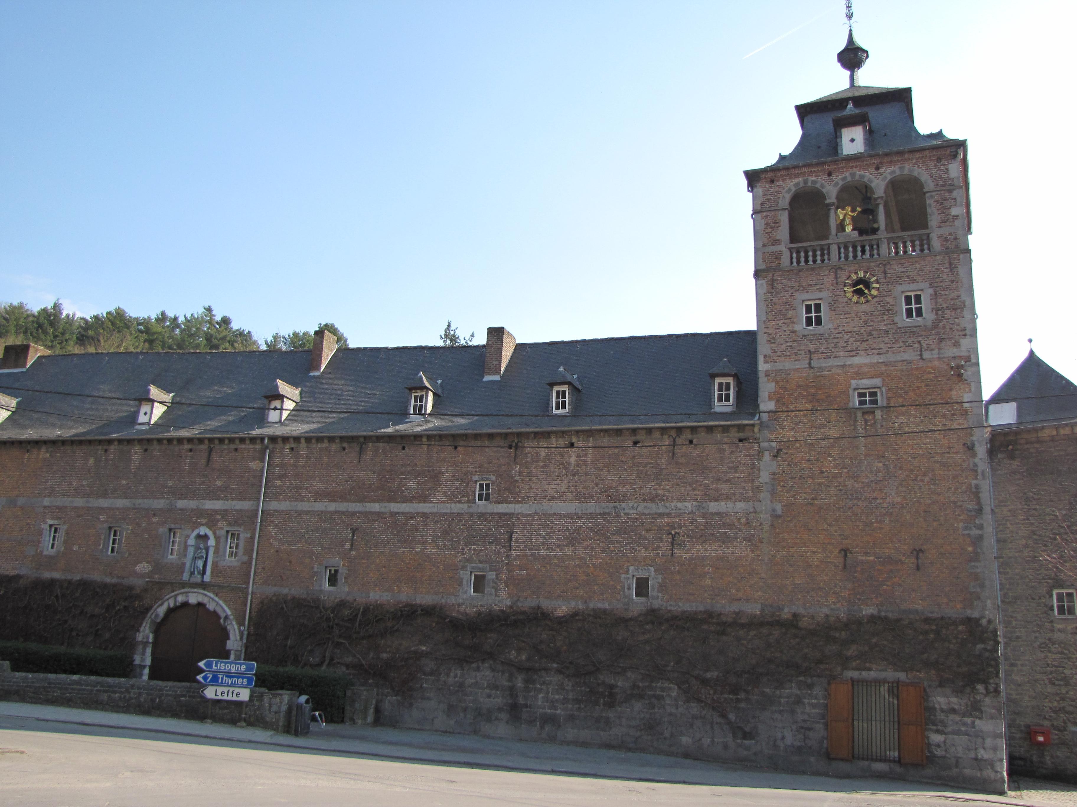 abbaye de lessay Abbaye de la sainte-trinite, lessay le + : l'une des premières voutes sur croisées d'ogives au monde important festival de musique en juillet et aout.