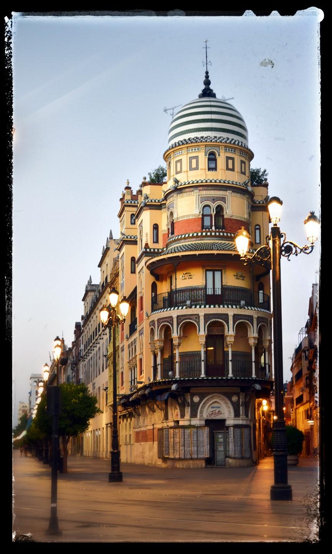 File edificio la adri tica en la avenida de la - Arquitectos de sevilla ...