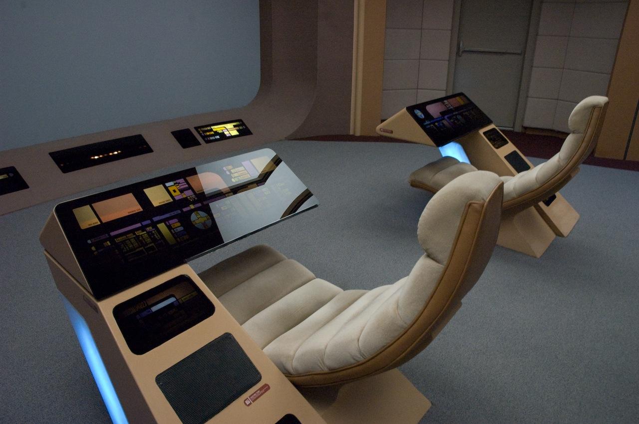 File:Enterprise-D conn ops stations.jpg - Wikimedia Commons