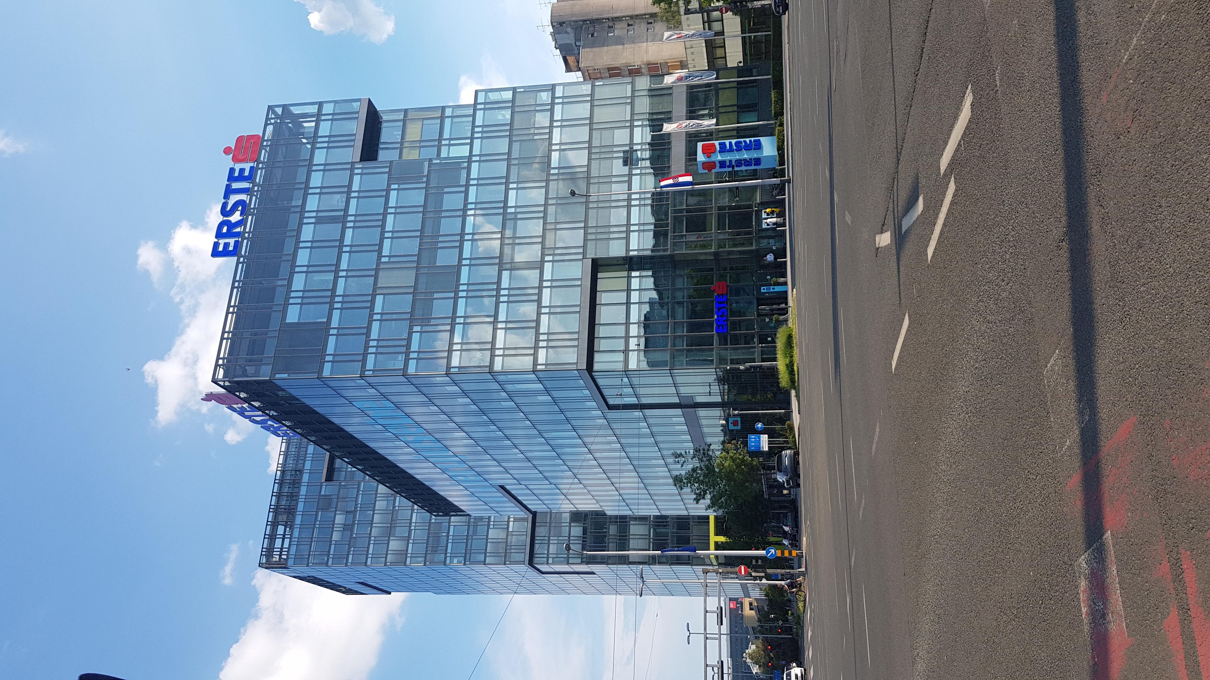 File Erste Bank Headquarter Zagreb Croatia Jpg Wikimedia Commons