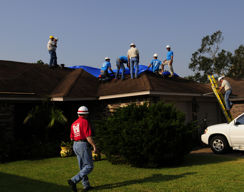 FileFEMA - 38525 - Blu Roof Program in Houston After Hurricane Ike.jpg & File:FEMA - 38525 - Blu Roof Program in Houston After Hurricane ... memphite.com