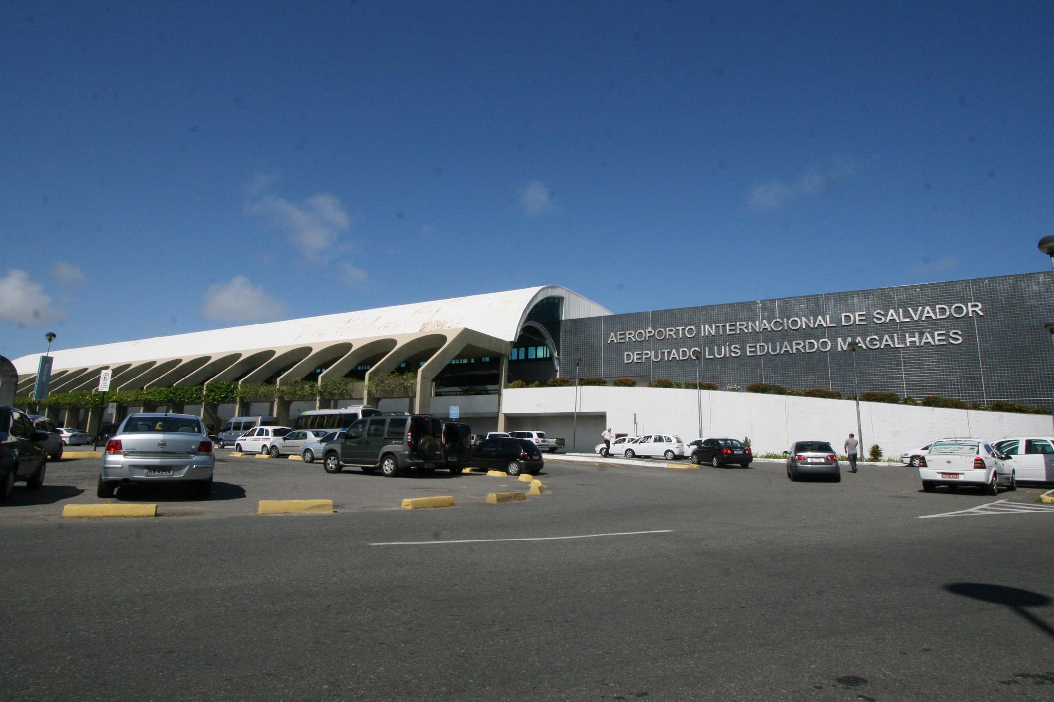 Aeroporto De Salvador : File fachada aeroporto de salvador g wikimedia commons