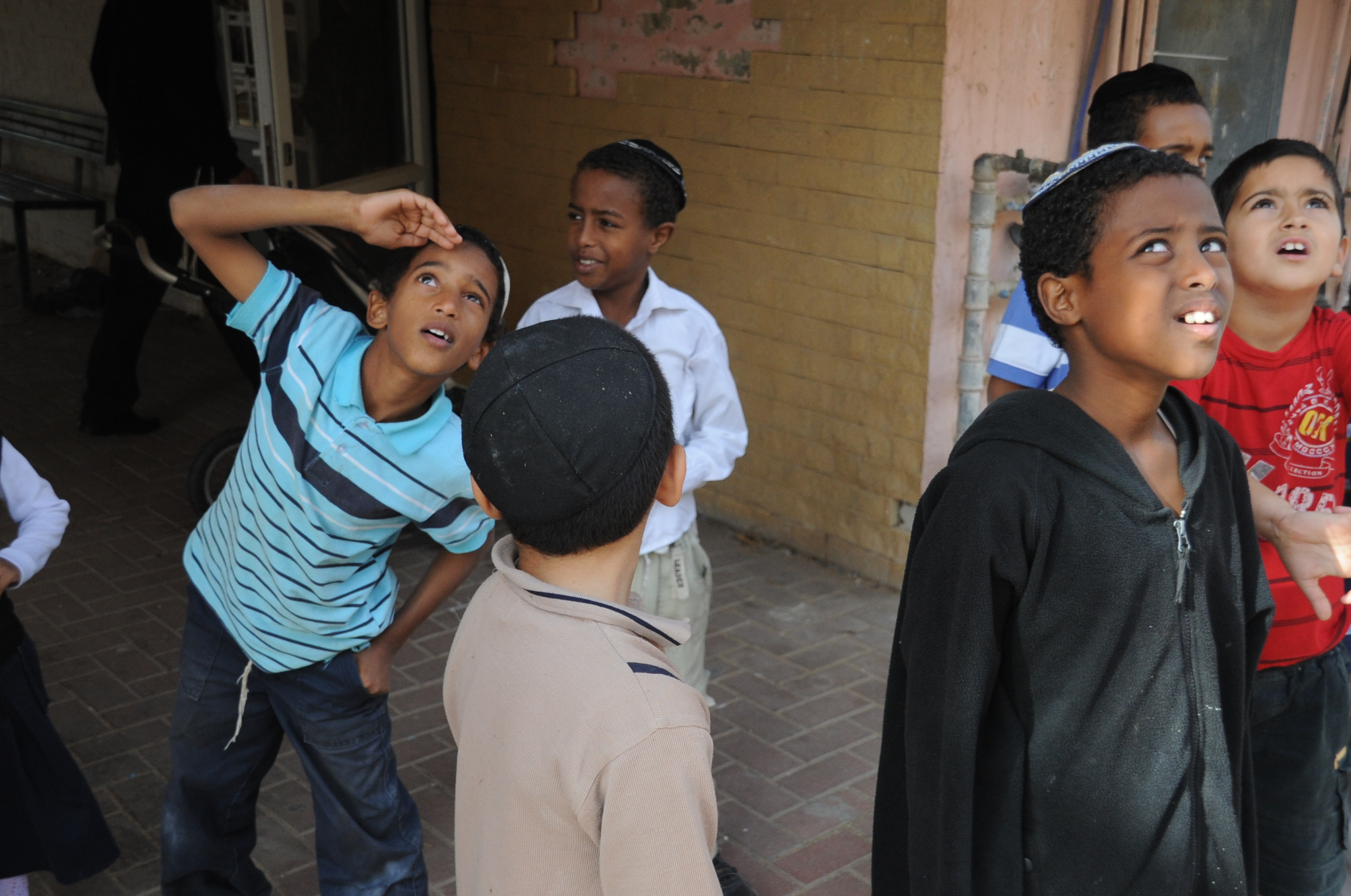 File:Flickr - Israel Defense Forces - Children in Town Under Fire by  Rockets from Gaza.jpg - Wikimedia Commons