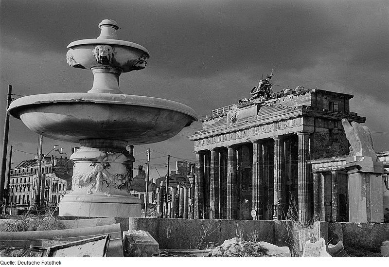 File:Fotothek df ps 0000842 Kriege ^ Kriegsfolgen ^ Zerstörungen - Trümmer - Ruinen.jpg