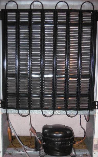 Serpentina di frigorifero pulita