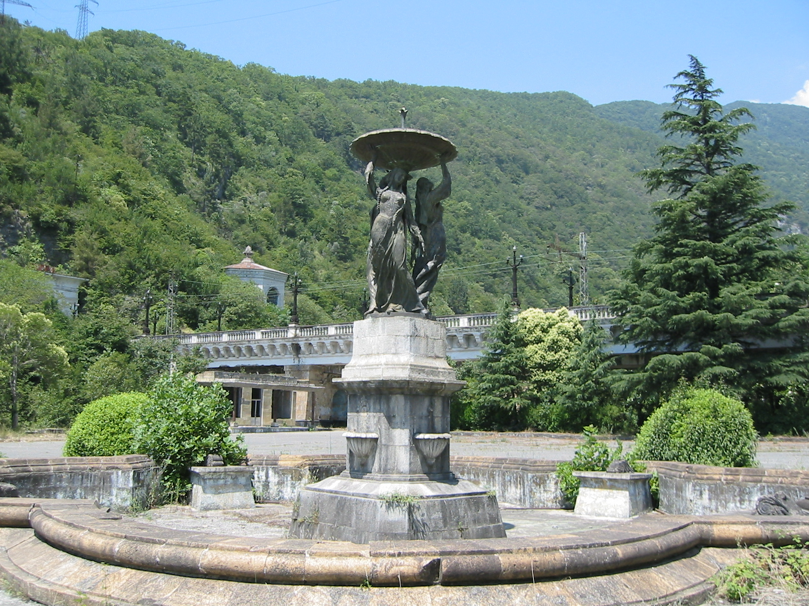http://upload.wikimedia.org/wikipedia/commons/9/94/Gagra%2C_Abkhazia.jpg