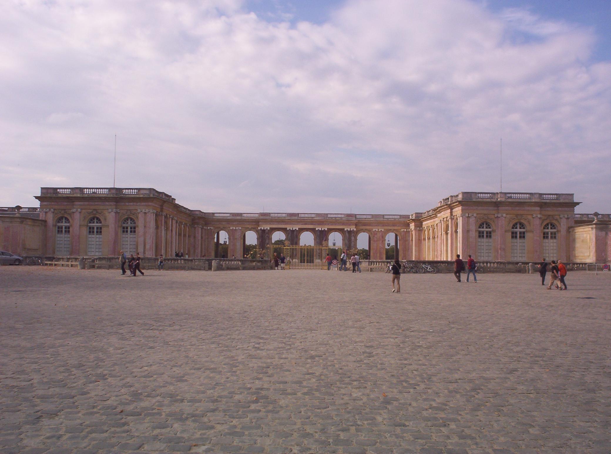File Grand Trianon Jpg Wikimedia Commons