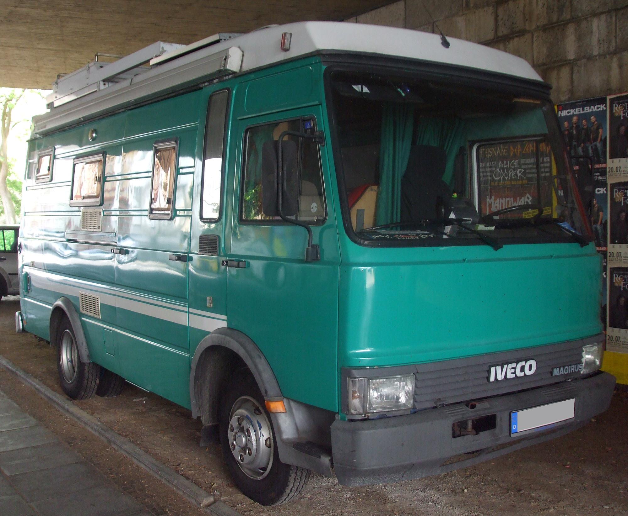 File:Großes grünes IVECO-Wohnmobil vr.jpg - Wikimedia Commons