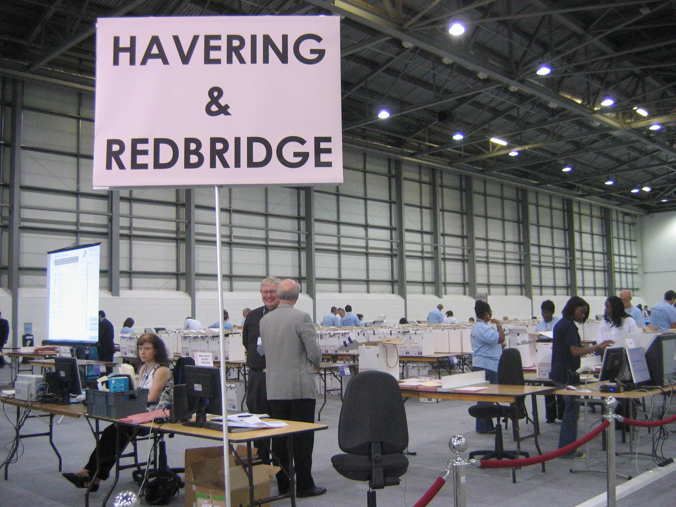 File:Havering and Redbridge count signage.jpg - Wikimedia Commons